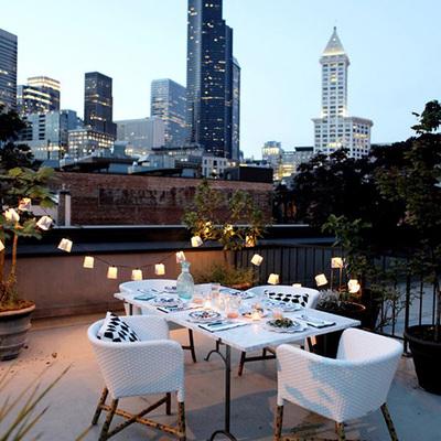 mesa balcón rascacielos