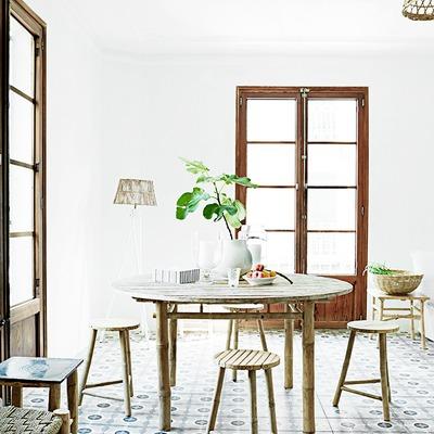 mesa comedor ventanas madera