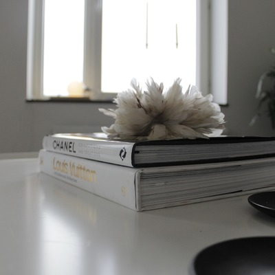 5 libros para decorar tu mesa de café