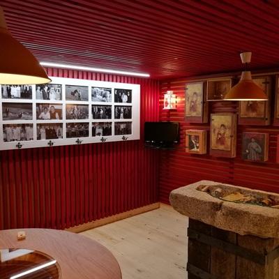 Mesa de piedra exposición bodega privada
