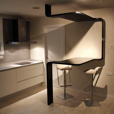 Mesa SInuosa diseño de Ideas Interiorismo