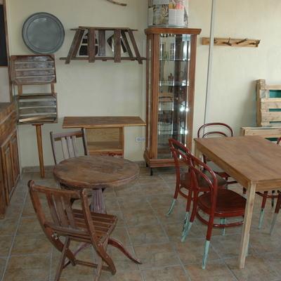 Mesas de sala y zona de venta al público
