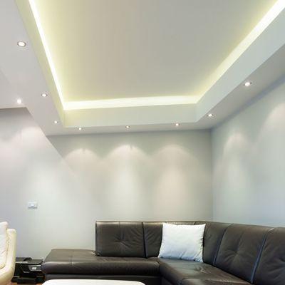 Salón con luz indirecta