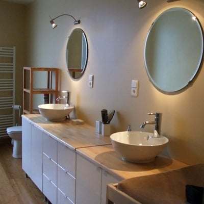 montaje de muebles de lavabo y dos senos