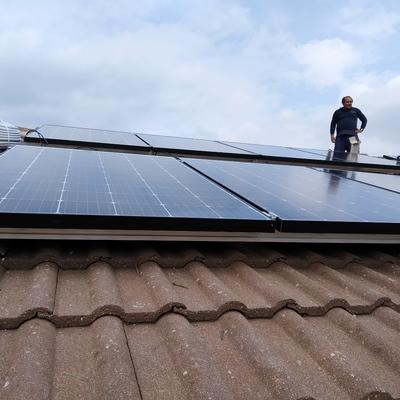 Instalación fotovoltaica residencial en tejado