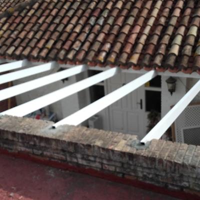 techo de cristal  y puerta de entrada a vivienda
