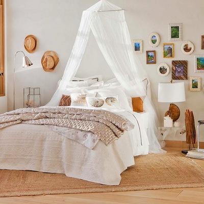 mosquitera en dormitorio bohemio