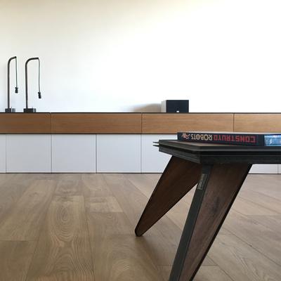 Mueble bajo para salón diseño en roble y laca blanca