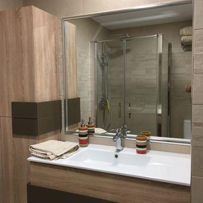 Mueble en Baño principal, con espejo en pared