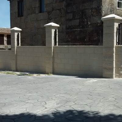 Muro de bloque en Pontevedra