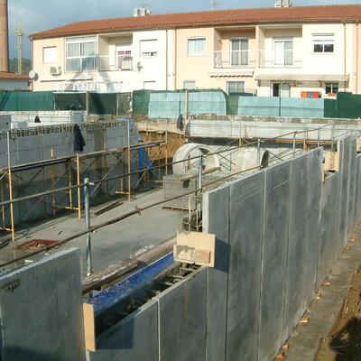 CONSTRUCCION DE GARAJE EN SOTANO CON MURO DE HORMIGON PREFABRICADO