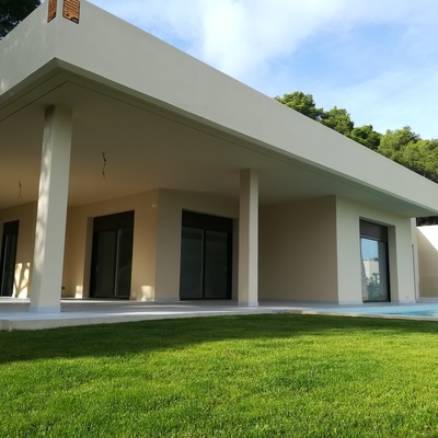 Fachada en villa residencial