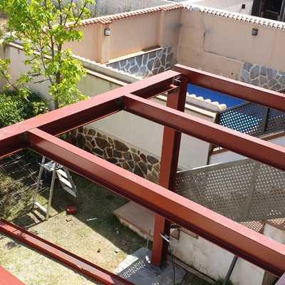 Ampliación de terraza en chalet en estructura metálica (work in progress..)