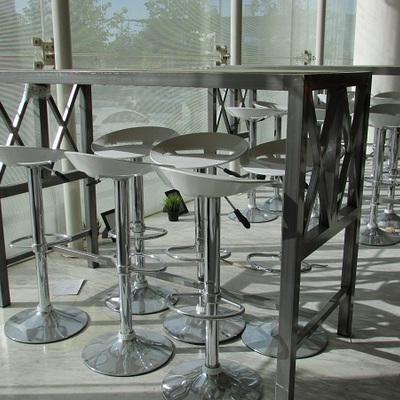 Mobiliario metálico para restaurante