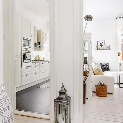 Un piso de 50 m² que utiliza el blanco para parecer más amplio