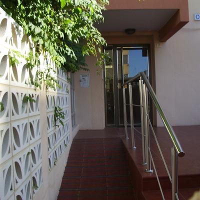 Reforma de entrada de edificio Oasis Gandia