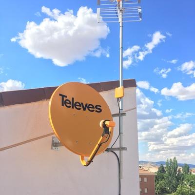 Tdt y satélite en obra nueva para e viviendas y local