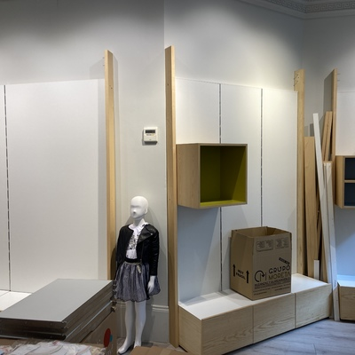 Traslado de mobiliario de tienda de ropa infantil en Valladolid