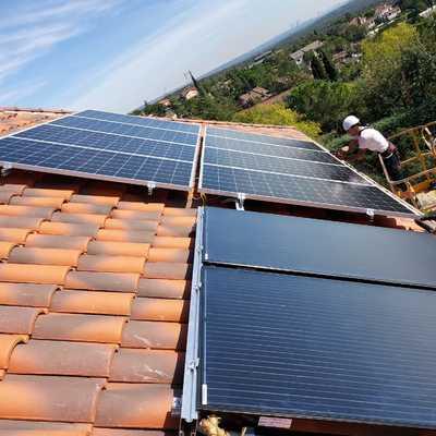 Instalación Torrelodones paneles fotovoltaicos y paneles híbridos