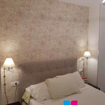 Papel pintado en habitación.
