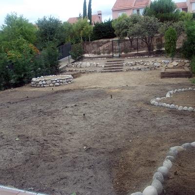 Diseño, Construcción, Tala De Chopo Y Mantenimiento De Jardín De 500 M2
