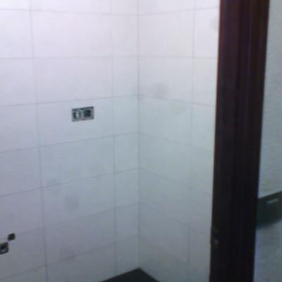 Alicatado de baño en Herrnani