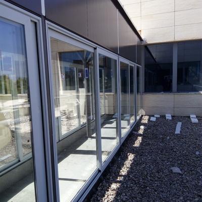 Pasarela de conexión de edificios para estudio de ingeniería GINPROSA