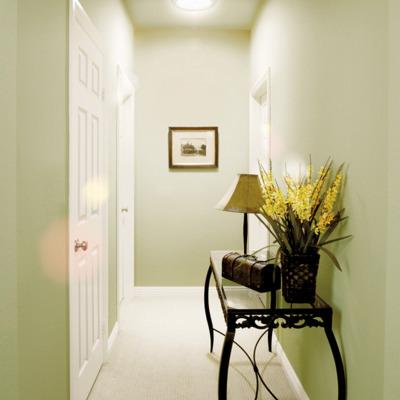 Cómo iluminar las zonas oscuras y difíciles de tu casa con los tubos de luz solar de VELUX