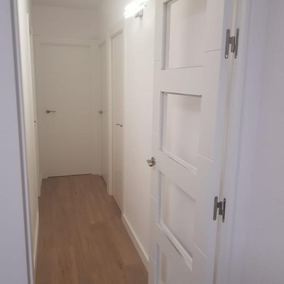 Cambio de puertas y colocación de suelo laminado (Tarrasa)
