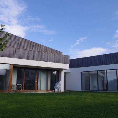 Passivhaus Muros del Nalon terminada fachada Sur
