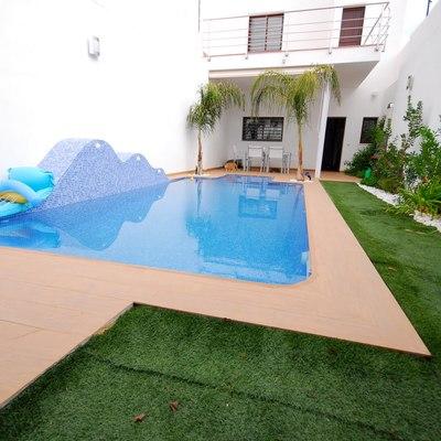 Ideas y fotos de patio con piscina para inspirarte for Ideas para patios con piscina