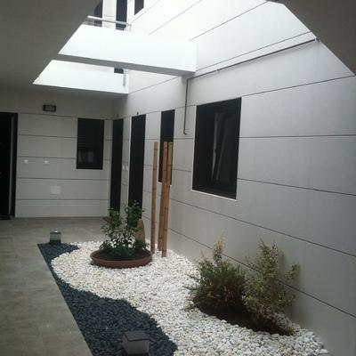 Patio interior de acceso a viviendas