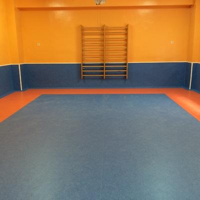 Instalación de pavimento pvc en aula de colegio, Sevilla