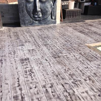 Pavimento de hormigón impreso en imitación madera