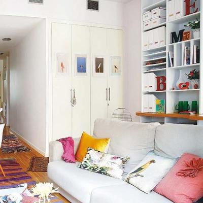 Un pequeño apartamento fresco y joven