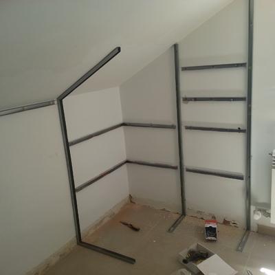 Construcción de vestidor con baldas de pladur