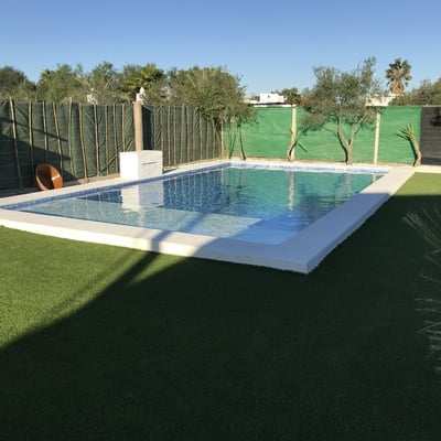 Piscina 9,5x4,5 con playa interior.