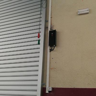 Instalación de persiana de aluminio. Polideportivo Sant Joan Despí