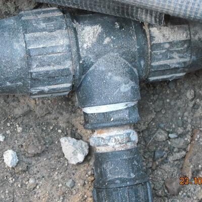 Localizar una averia , reparar ,tapar y dejarlo como antes de la reparacion.