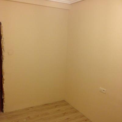 Reforma en habitación: Instalación electrica, lucido de pared y tarima flotante