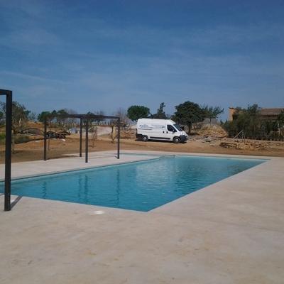 Construcción de piscina con zona infantil integrada