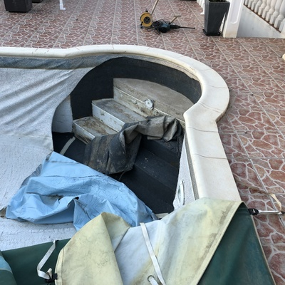 piscina de poliester con fugas