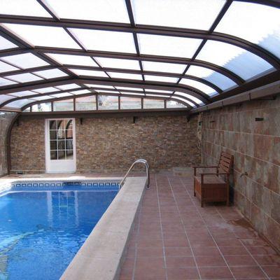 Cubiertas de piscina: prepara la tuya para el otoño