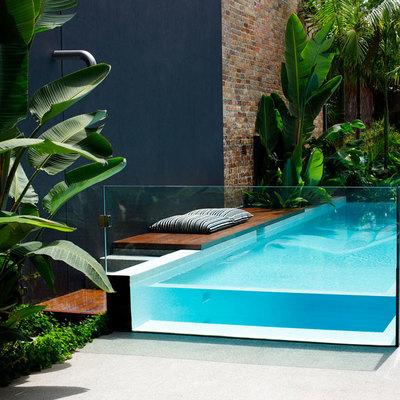Sumérgete en una piscina transparente