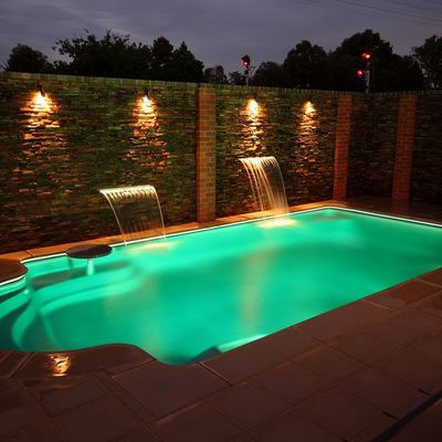 Construcción de piscina y exterior