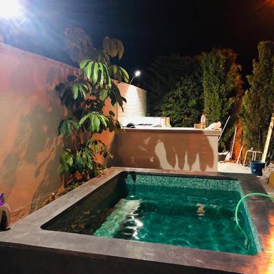 Construcción de piscina y suelo de hormigón impreso