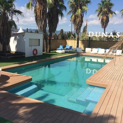 Empresa valenciana especializada en la construcción de piscinas de hormigón gunitado, piscinas de poliéster y fibra de vidrio, piscinas desbordantes y balnearios.