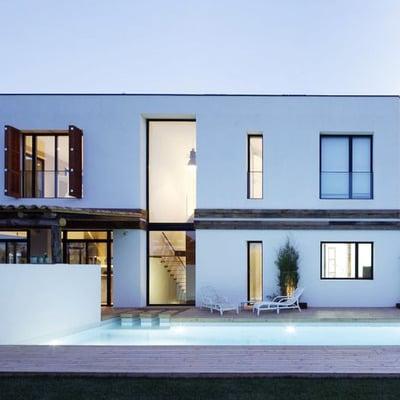 Piscina de noche - casa a   08023 arquitectos - barcelona
