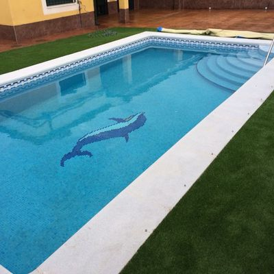 Construccion Piscina, Hormigon Impreso, Cesped Artificial
