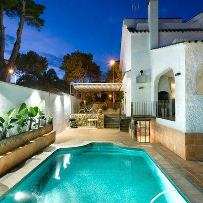 Cómo dar un look rústico a tu piscina o jardín